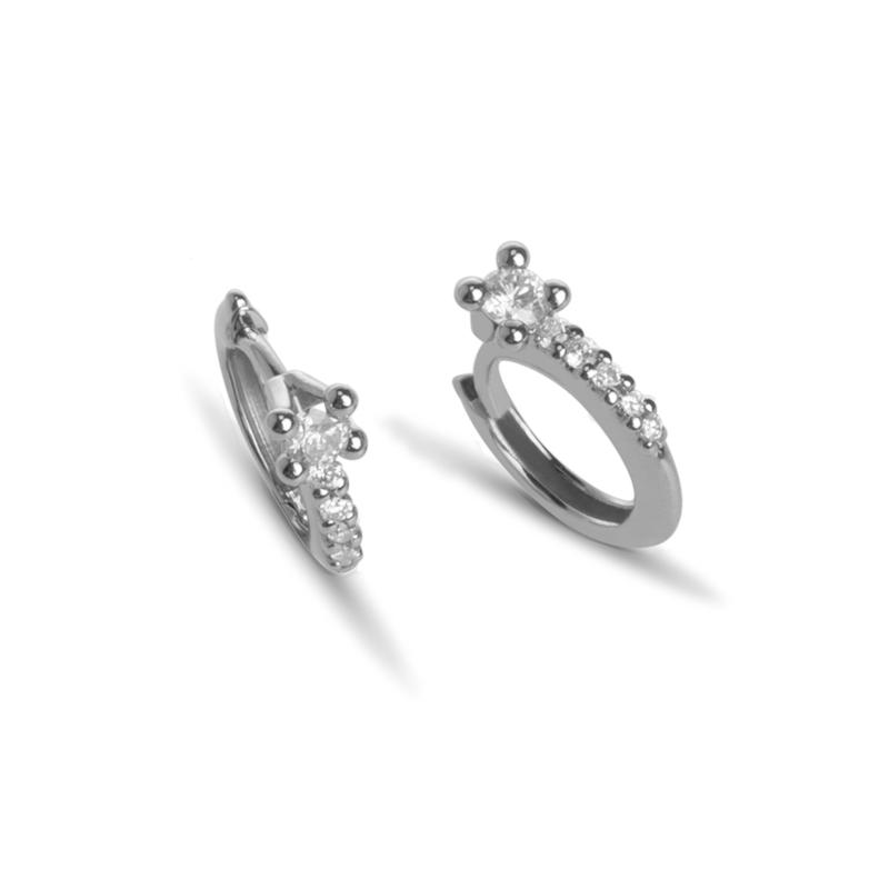 Aros de oro blanco con diamantes Black & White Jewellery, de Superoro.
