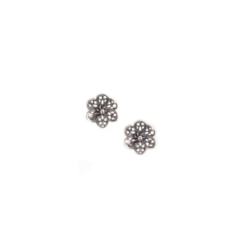 Pendientes en forma de flor de filigrana en plata envejecida, de Antara ref. 02-41.