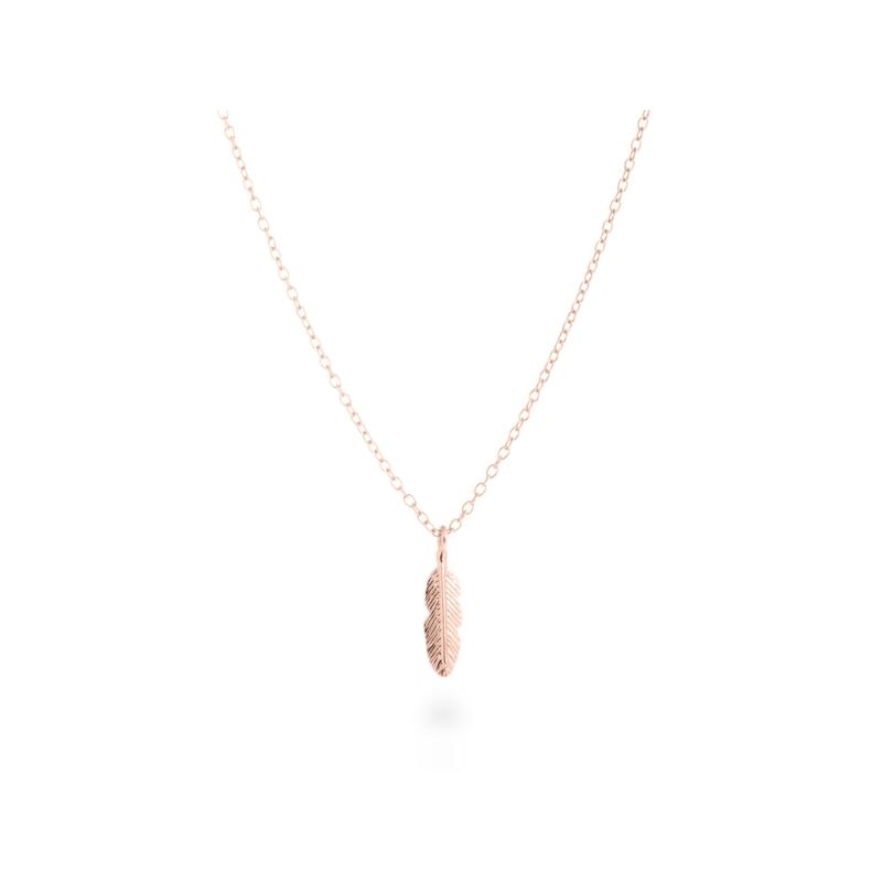 """Colgante de plata chapado en oro rosa, con forma de pluma, """"Feather"""" de Luxenter (cadena incluida)."""