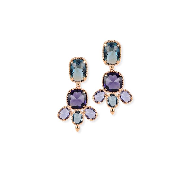 Pendientes de plata chapado en oro rosa con piedras Swarovski® en azul y morado, de Maximo Betro.