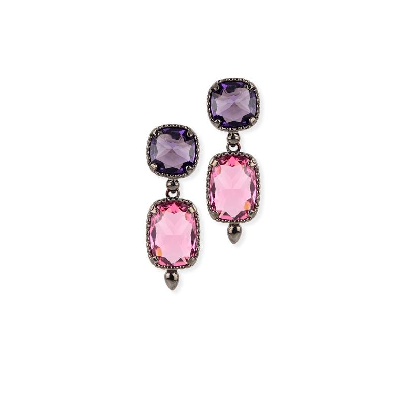 Pendientes de plata chapada en negro con piedras Swarovski® moradas y rosa, de Maximo Betro.