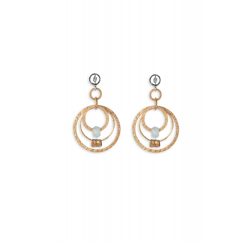 Pendientes largos de plata dorada con calcedonia, de Platadepalo, colección Trend.