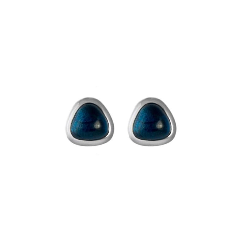 """Pendientes pegados de plata rodiada con piedra azul triangular """"Nantry"""" de Luxenter."""