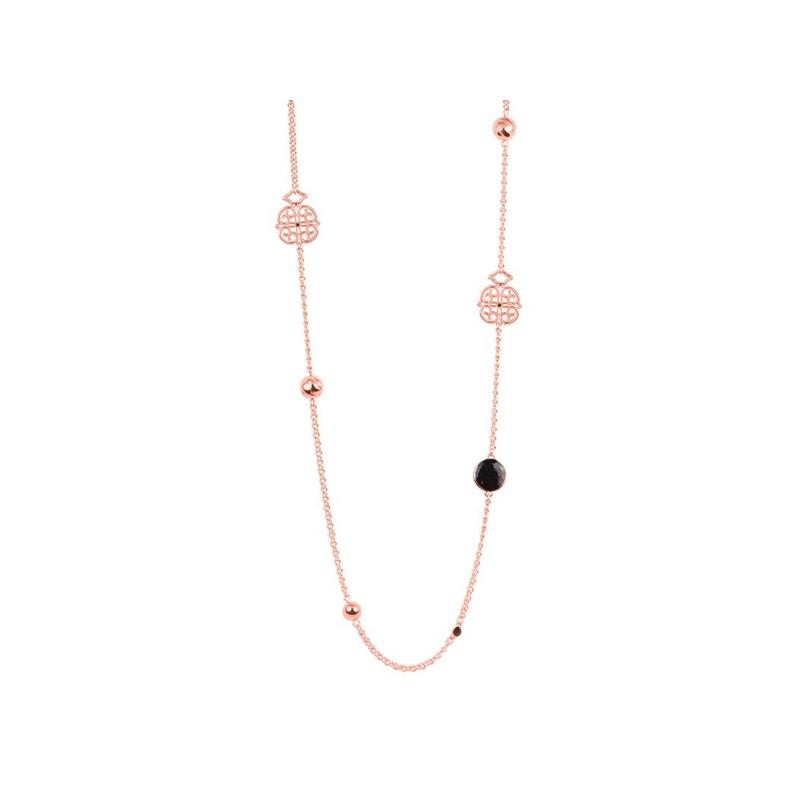 """Collar largo de metal dorado en oro rosado, con esmalte negro, """"Zalar"""" de Luxenter."""