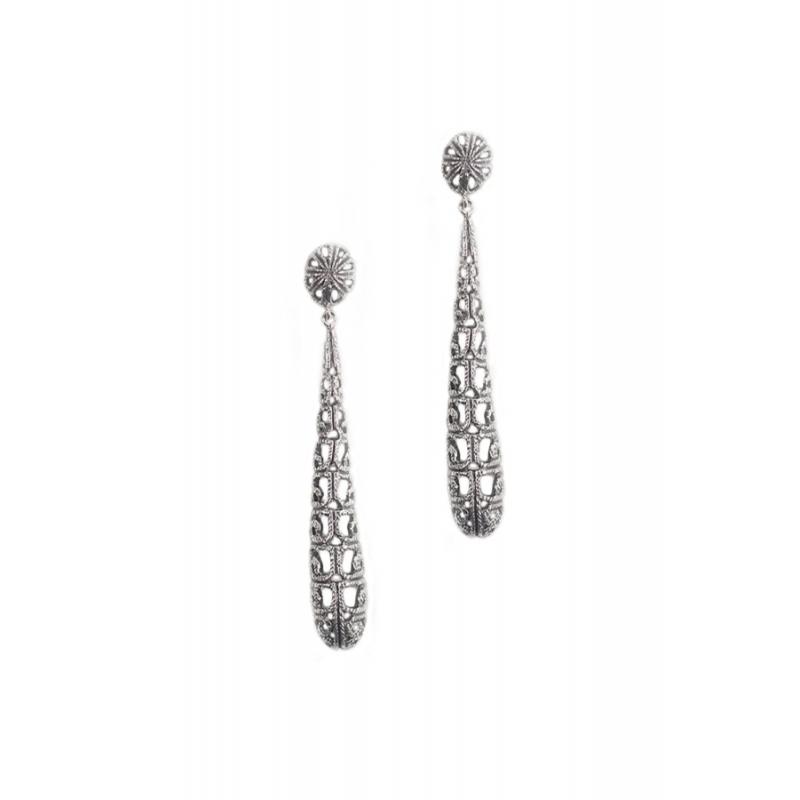 Pendientes largos de plata envejecida, con piedras Swarovski®, de Antara.