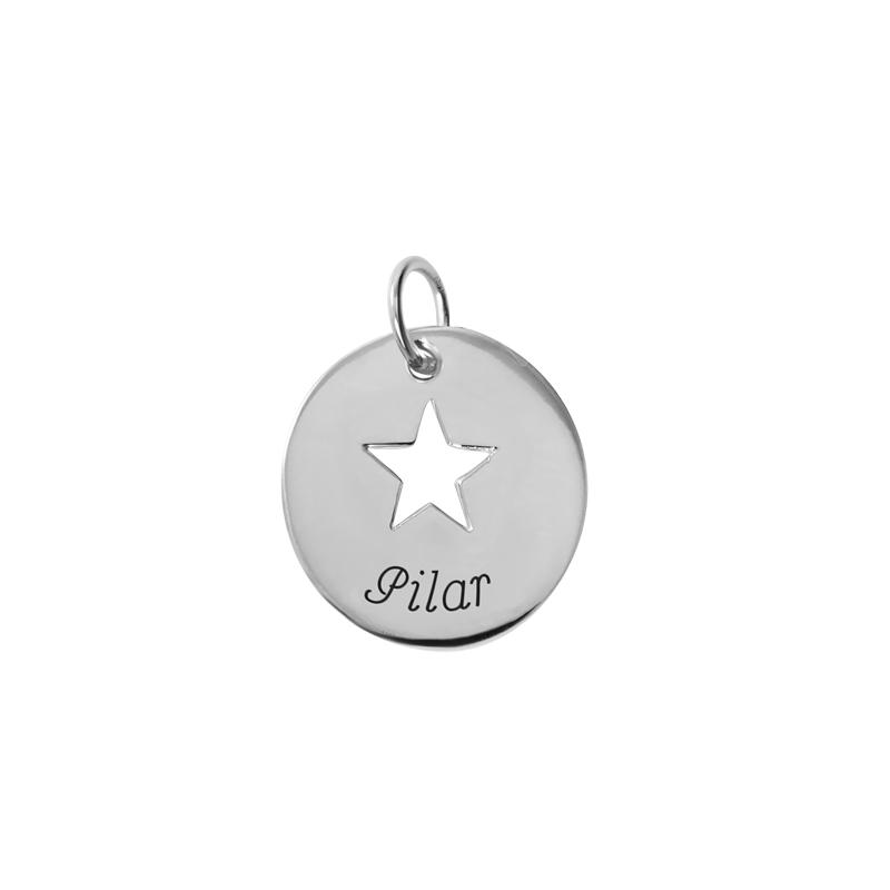 """Colgante redondo con estrella calada, en plata personalizable, """"Slim"""" de Joyería Hago."""