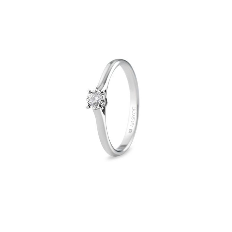 Anillo de compromiso en oro blanco, para novia con diamante 0,14 quilates, de Argyor.