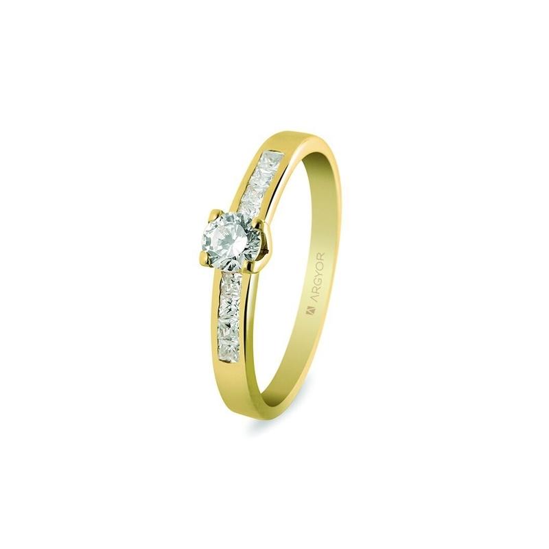 Anillo de compromiso Argyor, en oro amarillo y 9 diamantes, peso total 0.41 quilates.