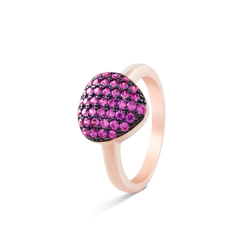 """Anillo en plata chapada en oro rosa y negro, con circonitas en color rubí, """"Killsha"""" de Luxenter."""