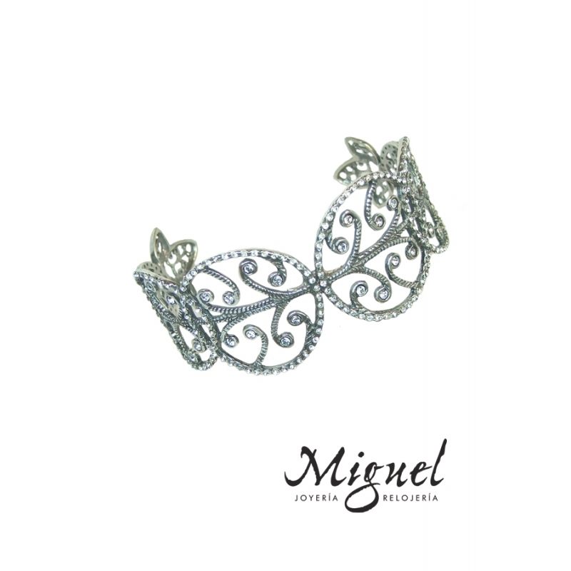 Brazalete de plata envejecida con piedras, de Antara.